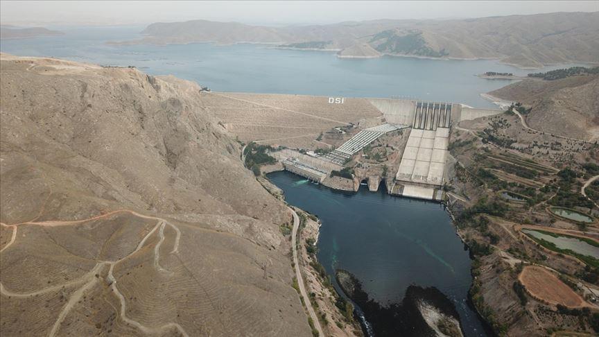 """Elektrikte yılın ilk yarısına """"yerli ve yenilenebilir enerji"""" damgası"""