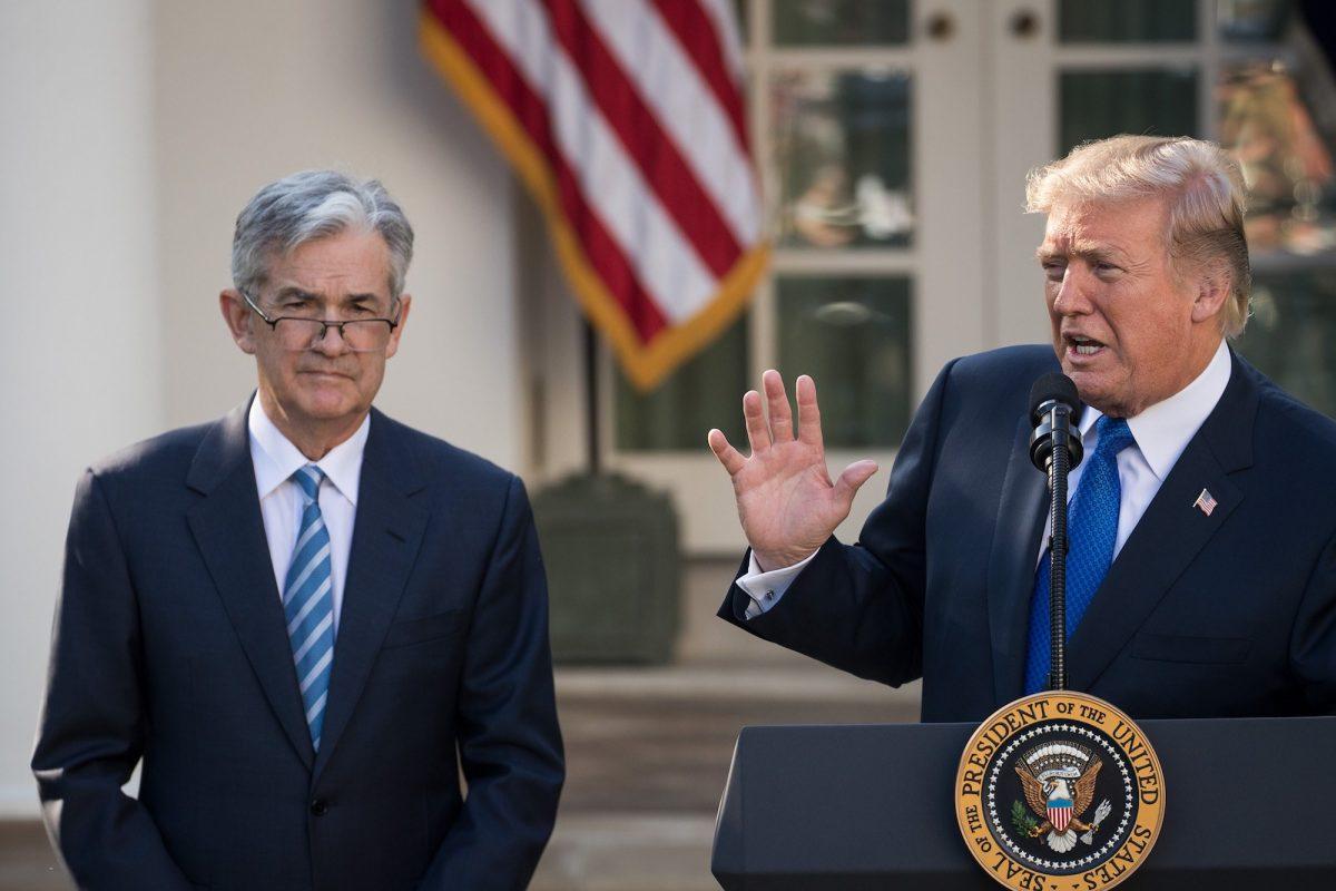 Trump: Fed en az yüz baz puan faiz indirmeli