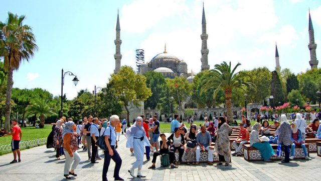 https://ekonomigercekleri.com/wp-content/uploads/2019/12/Türkiye-turist-640x360.jpg