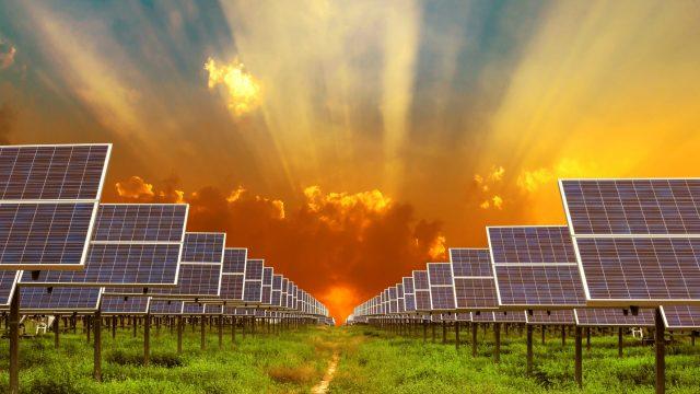 https://ekonomigercekleri.com/wp-content/uploads/2020/01/yenilenebilir-enerji-640x360.jpg