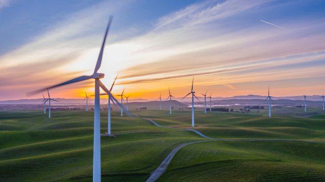 https://ekonomigercekleri.com/wp-content/uploads/2020/11/yenilenebilir-enerji-640x360.jpg