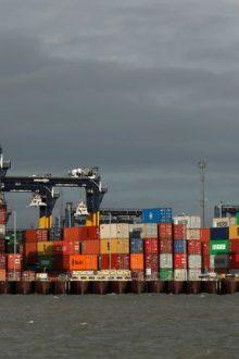 Nakliye krizi İngiltere'nin önemli limanını kilitledi